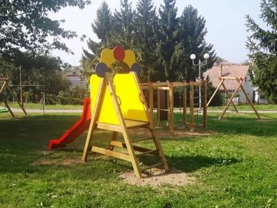 Oformljeno dječje igralište u Zibelskoj ulici